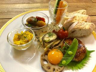 食べ物,食事,ランチ,鮮やか,パン,洋食,ご飯,ハンバーグ,お昼,お皿,ランチプレート,ランチタイム