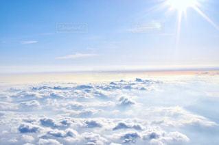近くに空には雲の上の写真・画像素材[784985]