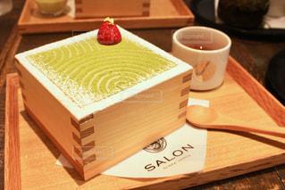 木製テーブルの上のコーヒー カップの写真・画像素材[896236]