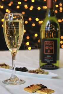 テーブル ワインのグラスの写真・画像素材[917851]