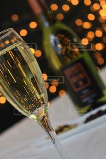近くにワインのグラスのの写真・画像素材[917856]