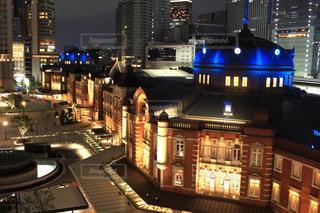 夜のライトアップされた街の写真・画像素材[1014304]