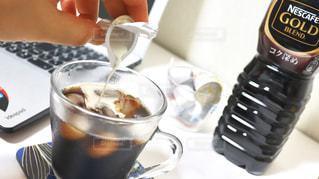 テーブルの上のコーヒー カップの写真・画像素材[1267497]