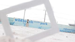 雪の覆われた斜面側にサインの写真・画像素材[1662219]