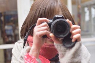 カメラを持っている人の写真・画像素材[1685037]