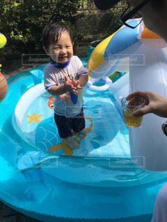 プールの水の小さな子の写真・画像素材[720728]