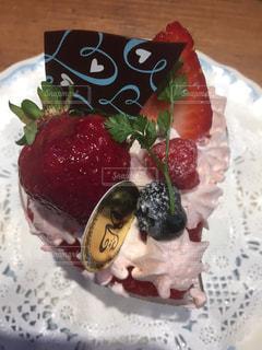 皿の上のケーキの一部 - No.710027