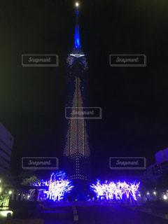 クロック タワーは夜ライトアップの写真・画像素材[710045]
