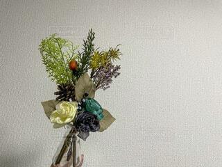 紫色の花で満たされた花瓶の写真・画像素材[4206961]