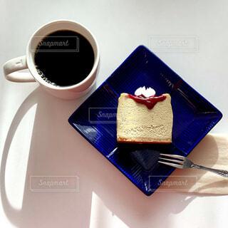 カフェ,コーヒー,リラックス,おうちカフェ,ドリンク,チーズケーキ,おうち,ライフスタイル,ピスタチオ,おうち時間