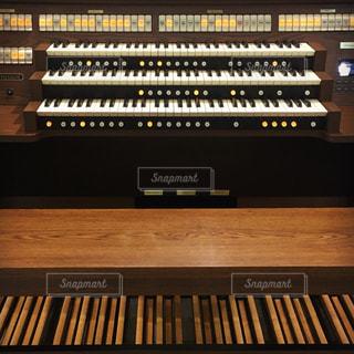 オルガンの鍵盤の写真・画像素材[802555]