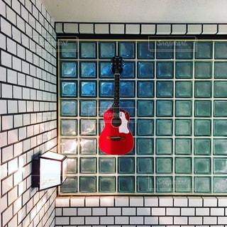 緑のタイル張りのバスルームの写真・画像素材[807452]