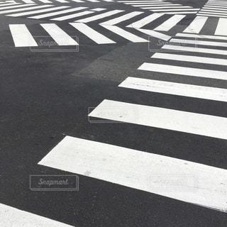 横断歩道の多い道の写真・画像素材[827808]
