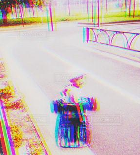 車に乗った子供 - No.753885