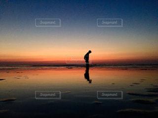 夕焼け空と海との写真・画像素材[957958]