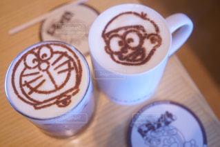 テーブルの上のコーヒー カップ - No.927600
