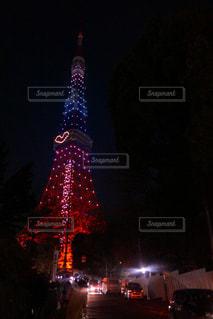 クロック タワーは夜ライトアップ - No.936586