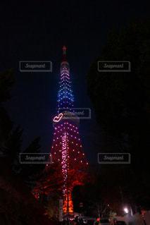 クロック タワーは夜ライトアップの写真・画像素材[1122200]