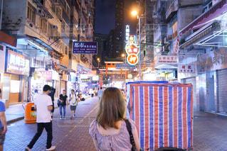 街を歩いている人の写真・画像素材[1194768]
