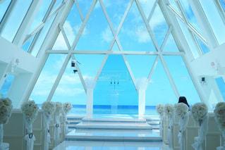 背の高いガラスの建物の写真・画像素材[1228272]