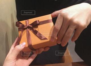 プレゼント,彼氏,バレンタインデー,ギフト,本命,手渡し