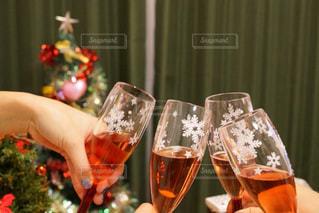 クリスマス,ワイン,グラス,乾杯,ドリンク,パーティー,クリスマスツリー,ロゼ,クリスマスパーティー