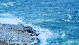 海と岩の写真・画像素材[2094310]