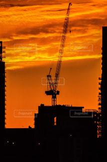 日没の前にクレーンの写真・画像素材[1280736]