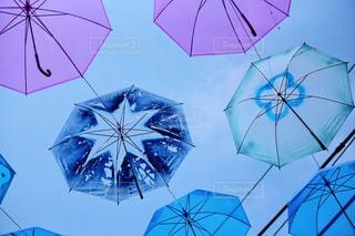 風景,雨,傘,屋外,カラフル,青,アート,Instagram,鮮やか,背景,イベント,ブルー,梅雨,天気,作品,art,彩り,町興し,インスタ映え,傘アート