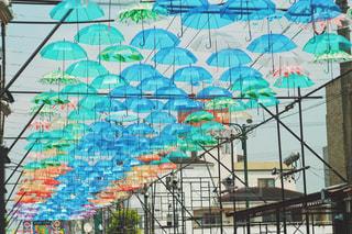 カラフルな傘アートの写真・画像素材[1234155]