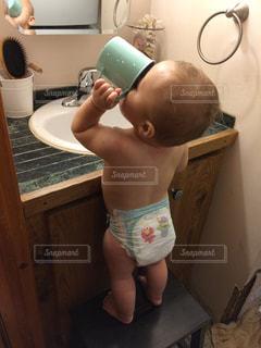 彼の歯を磨く少年の写真・画像素材[763835]