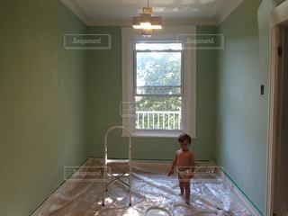 子ども,屋内,DIY,赤ちゃん,リノベーション,男の子,ペンキ塗り,裸ん坊