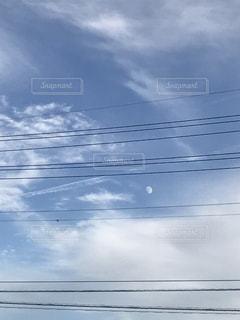 空には雲のグループの写真・画像素材[1102064]