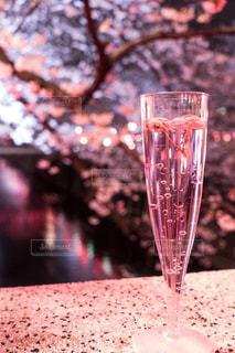 近くにワインのグラスのの写真・画像素材[1443965]