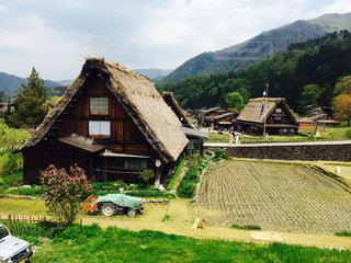 背景の山の家の写真・画像素材[787857]