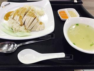 テーブルの上に食べ物のプレート - No.859454