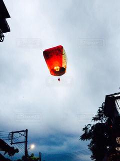 曇りの日のトラフィック ライトの写真・画像素材[925063]