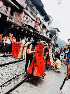 通りを歩く人々 のグループの写真・画像素材[925067]