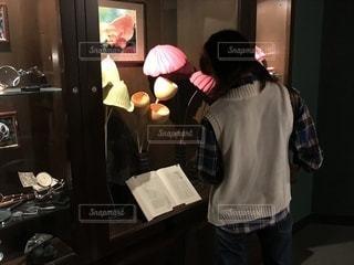 かわいい展示品と本📕の写真・画像素材[758961]