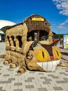 藁で作ったねこバスです。かわいいです💕バスの中に入れます😸の写真・画像素材[867380]