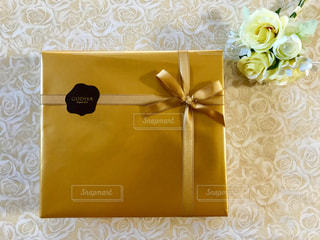 プレゼント,リボン,贈り物,華やか,金色,ゴールド,ギフト,ラッピング,包装