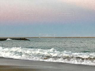 穏やかな海ときれいな空の写真・画像素材[1385246]
