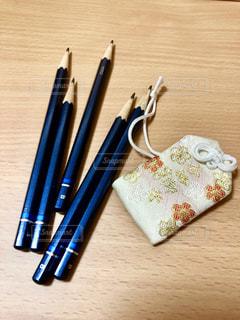 合格御守と、入学試験で使う鉛筆✏の写真・画像素材[1700565]