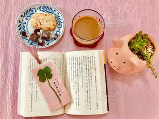 ピンク,植物,かわいい,本,読書,プレゼント,クローバー,クッキー,可愛い,ハンドメイド,カフェオレ,ブタ,手作り,多肉植物,四つ葉のクローバー,感謝,おしゃれ,ぶた,しおり,フォトジェニック,ファンシー,栞