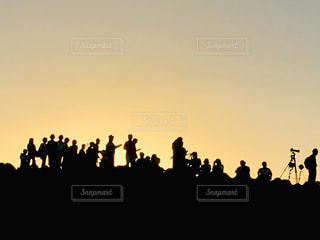 5人以上,空,カメラ,屋外,太陽,夕暮れ,シルエット,光,人,カメラマン