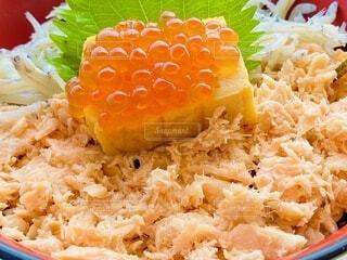 秋鮭が美味しい海鮮丼の写真・画像素材[3743563]