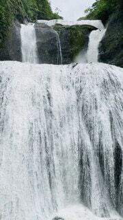自然,風景,屋外,水面,滝,観光,樹木,岩,水しぶき,涼しい,新緑,大きい,崖,旅行,6月,マイナスイオン,流れ,景観,茨城県,迫力,水流,袋田の滝,フォトジェニック,大子町,大きな滝,四度の滝,日本三名瀑,澱み