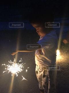 夜,花火,夏休み,男の子,手持ち花火,2歳