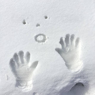 雪にお絵かきの写真・画像素材[2943676]