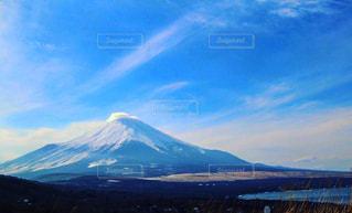 背景の大きな山のビューの写真・画像素材[787789]